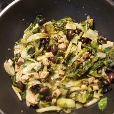 Andijvie met olijven en kappertjes