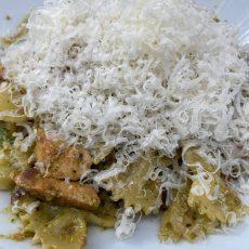 Pasta met raapsteelpesto en rucola